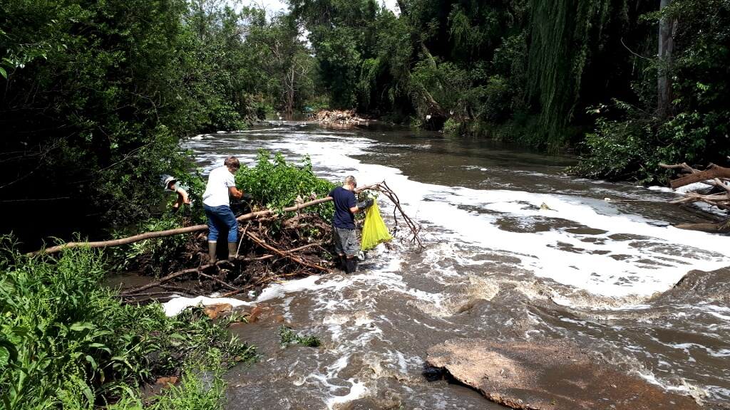 Centurion Families helping clean the waste out of the Hennops River